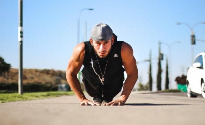 Vorkaut trenirovki na ulitse fitnes Workout workout outdoors fitness 5002  3067 700x429 Воркаут, тренировки на улице, фитнес   Workout, workout outdoors, fitness