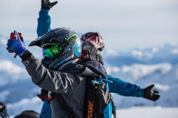 E`kstremalnyiy sport selfi snoubordistyi Extreme sports selfies snowboarders 5760h3840 700x466 Экстремальный спорт, селфи, сноубордисты   Extreme sports, selfies, snowboarders