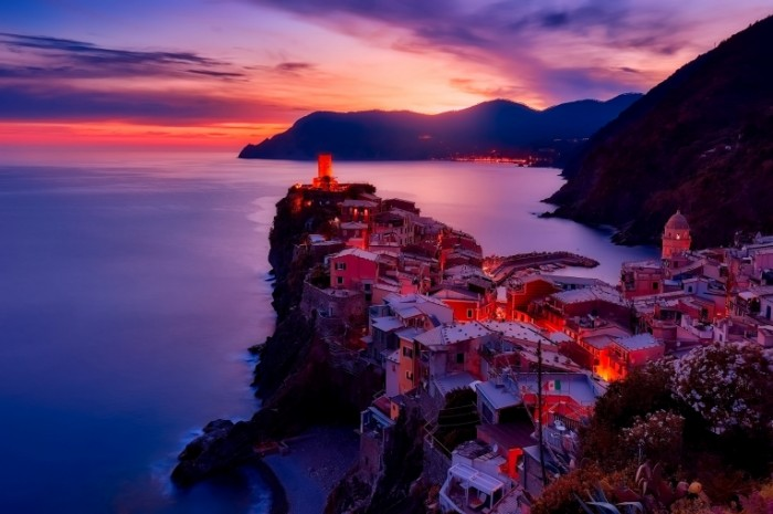 Греческий город на скале, закат   Greek city on a rock, sunset