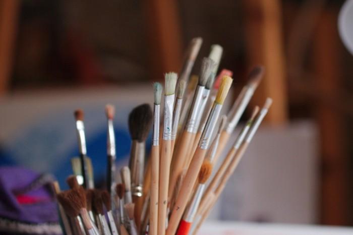 Kistochki makro risovanie iskusstvennyiy kolonok Brushes macro drawing artificial column 5472  3648 700x466 Кисточки, макро, рисование, искусственный колонок   Brushes, macro, drawing, artificial column