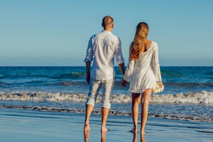 Романтика, пара на побережье, море   Romance, couple on the coast, the sea