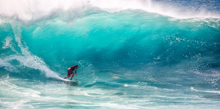 Serfing gigantskaya volna otdyih okean Surfing giant wave vacation ocean 4368h2184 700x349 Серфинг, гигантская волна, отдых, океан   Surfing, giant wave, vacation, ocean