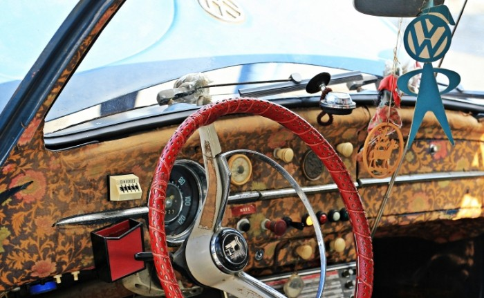 Starinnyiy folksvagen zhuk salon avtomobilya Ancient Volkswagen beetle car interior 4986  3081 700x431 Старинный фольксваген жук, салон автомобиля   Ancient Volkswagen beetle, car interior
