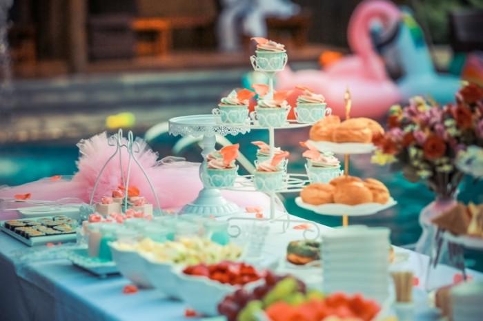 Stol s zakuskami prazdnichnyiy desert table with appetizers a festive dessert 5655h3770 700x466 Стол с закусками, праздничный десерт   table with appetizers, a festive dessert