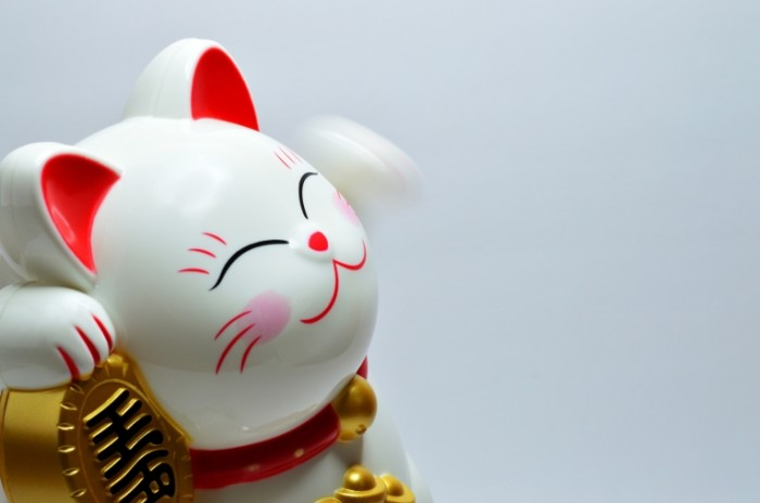 YAponskaya kopilka kot fayans traditsii Japanese piggy bank cat faience traditions 6016h4000 700x464 Японская копилка кот, фаянс, традиции   Japanese piggy bank cat, faience, traditions