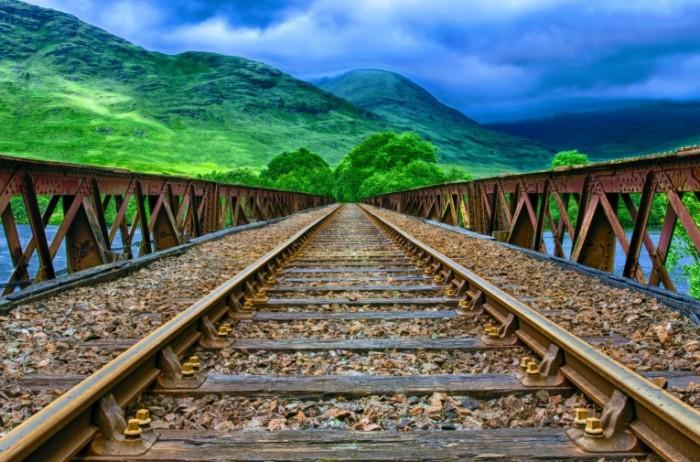 ZHeleznodorozhnyiy most goryi relsyi Railway bridge mountains rails 4920h3251 700x462 Железнодорожный мост, горы, рельсы   Railway bridge, mountains, rails