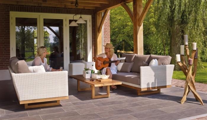 Задний двор частного дома, место для летнего отдыха   Backyard of a private house, a place for summer holidays