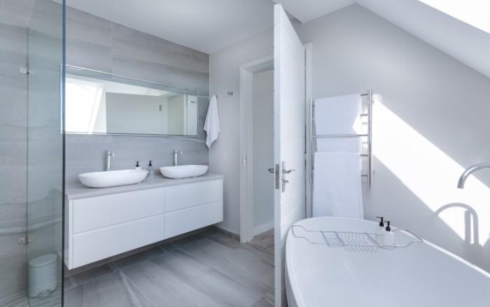 Белоснежная ванная комната, интерьер ванной   Snow white bathroom, bathroom interior
