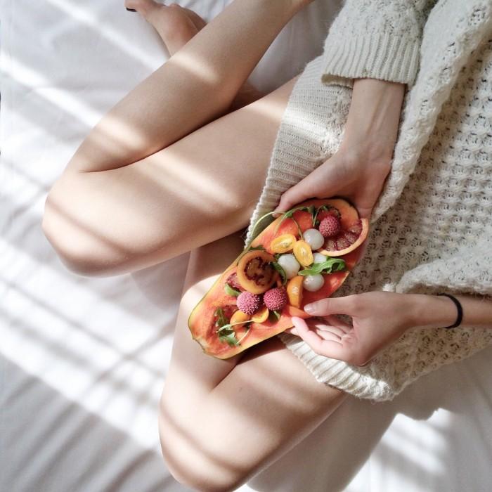 Экзотические фрукты, утро, завтрак, девушка   Exotic fruits, morning, breakfast, girl