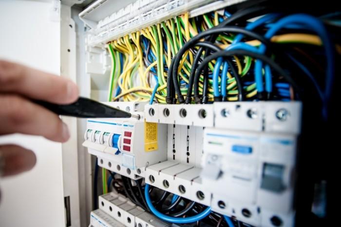 Электрик, проводка, распределительный щиток   Electrician, wiring, distribution box