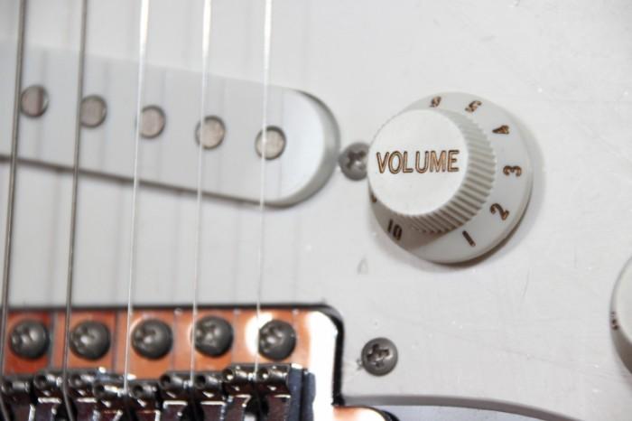 E`lektrogitara muzyika instrument gitara Electric guitar music instrument guitar 5184  3456 700x466 Электрогитара, музыка, инструмент, гитара   Electric guitar, music, instrument, guitar