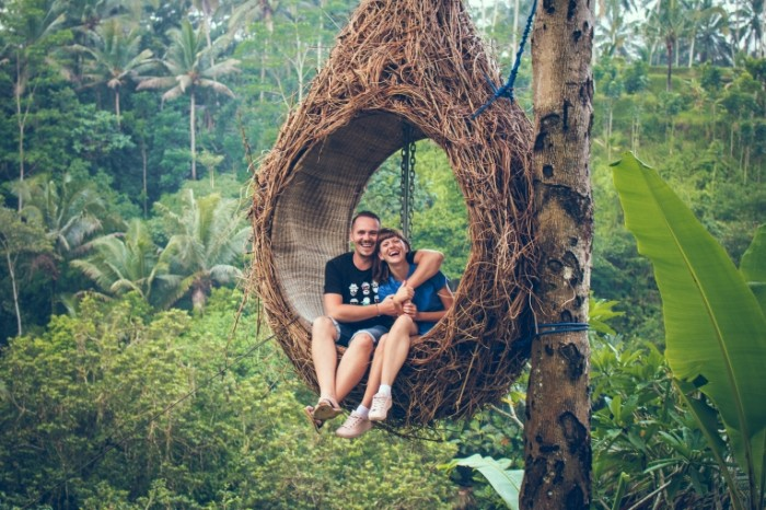 Gamak tropiki ogromnoe pletenoe gnezdo para Hammock tropics huge wicker nest couple 6000h4000 700x466 Гамак, тропики, огромное плетеное гнездо, пара   Hammock, tropics, huge wicker nest, couple