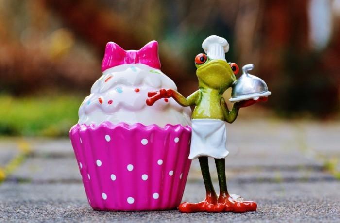 Igrushka lyagushka povar pirozhnoe Toy frog cook cake 5968  3926 700x460 Игрушка лягушка повар, пирожное   Toy frog cook, cake