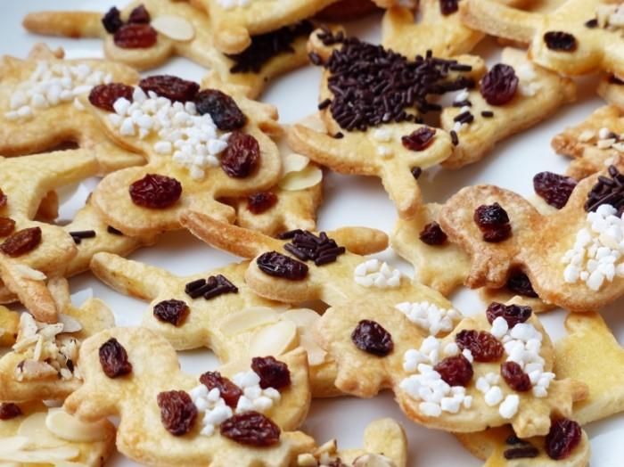 Pechene s shokoladom i izyumom makro Cookies with chocolate and raisins macro 4000h3000 700x524 Печенье с шоколадом и изюмом, макро   Cookies with chocolate and raisins, macro