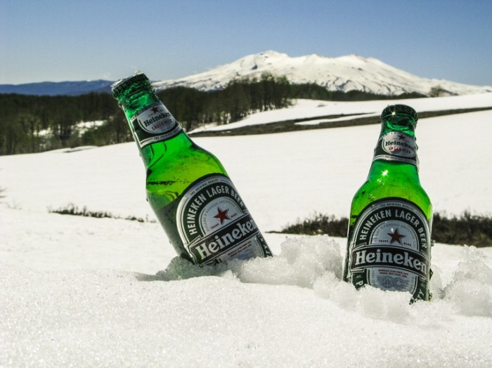 Пиво в сугробе, солнце   Beer in the snow drift