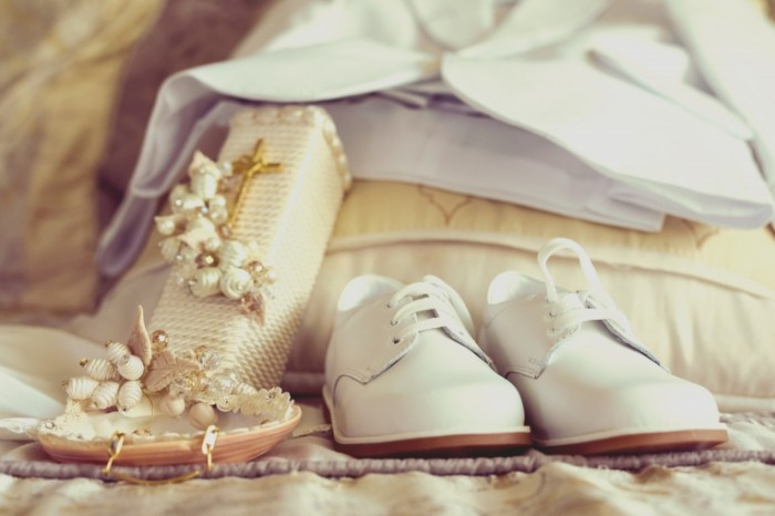 Prichastie belosnezhnaya odezhda tufli Communion snow white clothes shoes 6016  4016 700x466 Причастие, белоснежная одежда, туфли   Communion, snow white clothes, shoes