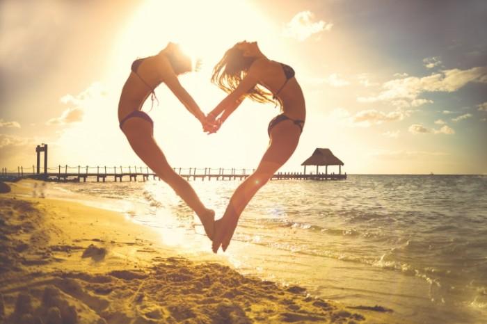Pryizhok serdtse lyubov plyazh zakat Leap heart love beach sunset 7347h4903 700x466 Прыжок, сердце, любовь, пляж, закат   Leap, heart, love, beach, sunset