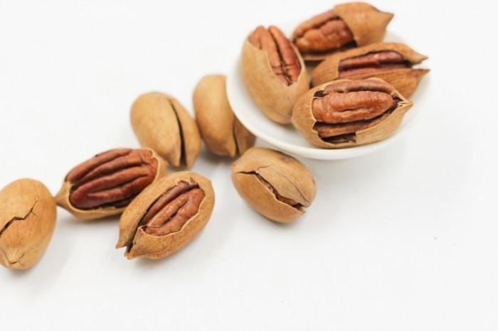 Raskolotyie orehi nats oreshki Chopped nuts nuts nuts 5184  3456 700x466 Расколотые орехи, натс, орешки   Chopped nuts, nuts, nuts