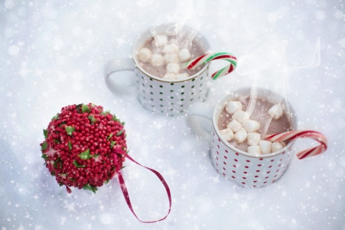 Rozhdestvo goryachiy shokolad s zefirkami Christmas hot chocolate with marshmallows 5760  3840 700x466 Рождество, горячий шоколад с зефирками   Christmas hot chocolate with marshmallows