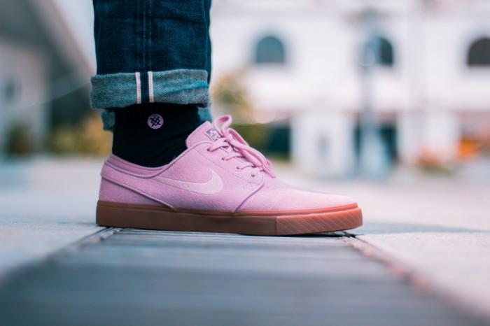 Rozovyie krossovki ke`zhual sportivnaya obuv Pink sneakers casual sport shoes 5184h3456 700x466 Розовые кроссовки, кэжуал, спортивная обувь   Pink sneakers, casual, sport shoes