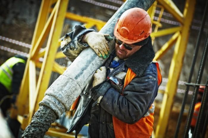 Стройка, заливка бетона, бетонные работы, строитель   Construction, pouring concrete, concrete work, builder