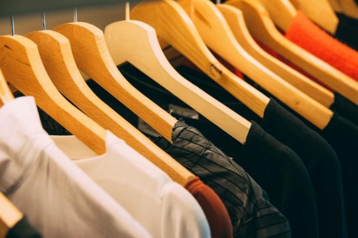 Veshalki garderob odezhda Hangers wardrobe clothes 6000h4000 700x466 Вешалки, гардероб, одежда   Hangers, wardrobe, clothes