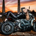 Девушка в кожаном костюме на мотоцикле - Girl in a leather suit on a motorcycle