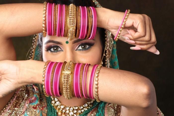 Индийская девушка с местными украшениями   Indian girl with local decorations