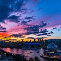 Мегаполис в лучах заходящего солнца, современная архитектура - Metropolis in the rays of the setting sun, modern architecture