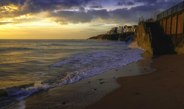 Побережье, штиль, спуск к морю   Coast, calm, descent to the sea