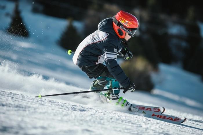 Ребенок на горных лыжах   Child skiing