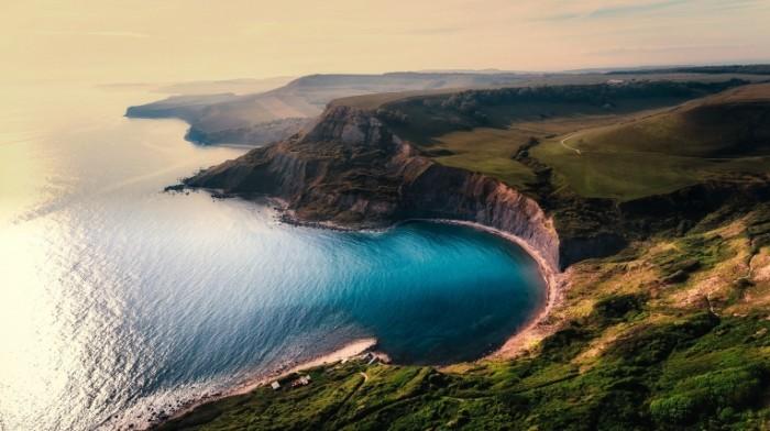 Скалистое побережье океана, отвесные скалы   Rocky ocean coast, sheer cliffs