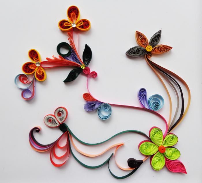 Ukrashenie iz bumazhnoy lentyi Paper Ribbon Decoration 5532h5025 700x635 Украшение из бумажной ленты   Paper Ribbon Decoration