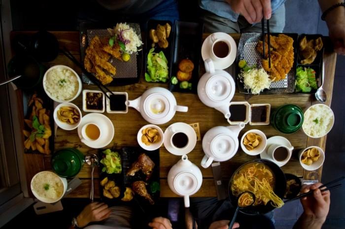 Vostochnaya kuhnya kitayskaya eda zastole Oriental cuisine Chinese food feast 4218h2811 700x465 Восточная кухня, китайская еда, застолье   Oriental cuisine, Chinese food, feast