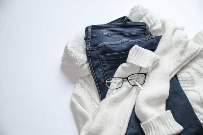 Dzhinsyi belyie vyazannyie zimnie veshhi Jeans white knitted winter clothes 5456'3632 700x465 Джинсы, белые вязанные зимние вещи   Jeans, white knitted winter clothes