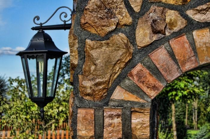 Kovanyiy fonar kamennaya arka Forged lantern stone arch 4592  3056 700x465 Кованый фонарь, каменная арка   Forged lantern, stone arch