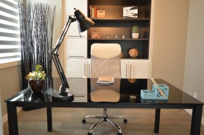 Rabochiy kabinet v lakonichnom dizayne Office in a laconic design 6016  4000 700x464 Рабочий кабинет в лаконичном дизайне   Office in a laconic design
