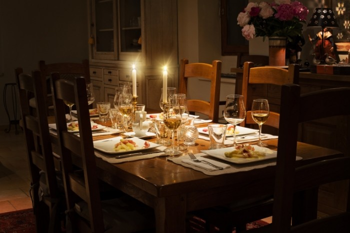 Uzhin pri svechah servirovka Candle light dinner 5513  3675 700x465 Ужин при свечах, сервировка   Candle light dinner