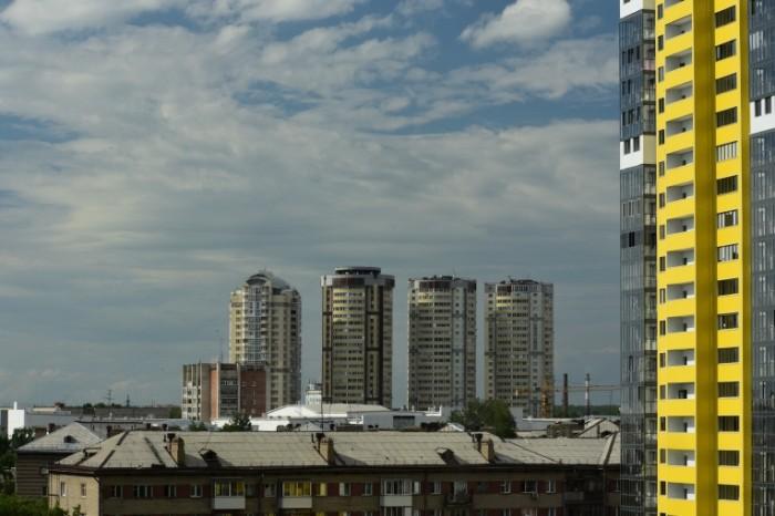 Vyisotnyie zdaniya yarkiy fasad gorod High rise buildings bright facade city 6000  4000 700x466 Высотные здания, яркий фасад, город   High rise buildings, bright facade, city