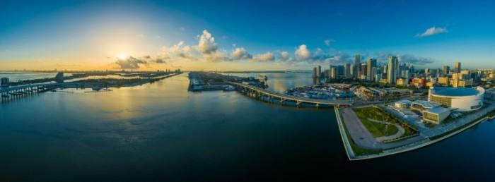 Zaliv mayami s vyisotyi ptichego poleta Aerial view of Miami Bay 8947  3317 700x258 Залив майами с высоты птичьего полета   Aerial view of Miami Bay