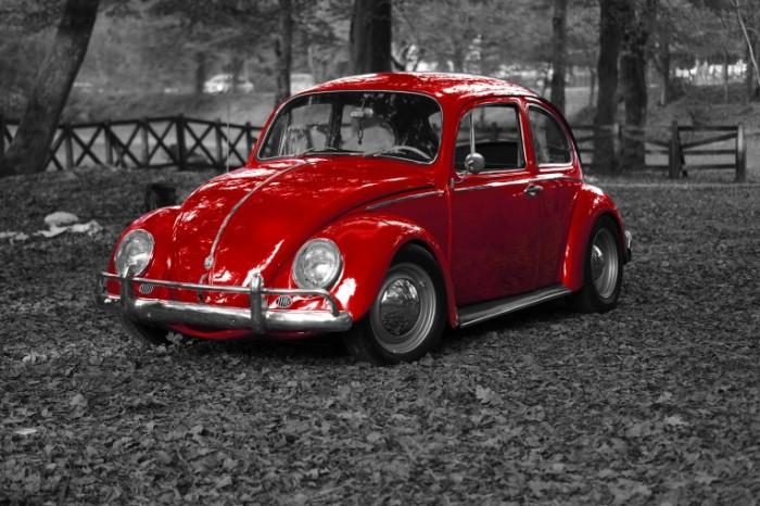 Folksvagen zhuk v parke malenkaya krasnaya mashinka Volkswagen beetle in the park a little red machine 5472  3648 700x466 Фольксваген жук в парке, маленькая красная машинка   Volkswagen beetle in the park, a little red machine