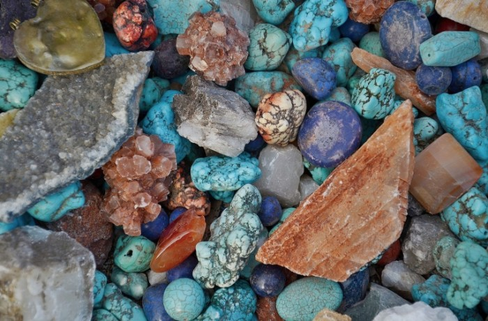 Goluboy biryuzovyiy kamen galka morskie kamni Blue turquoise stone pebbles sea stones 4906  3232 700x460 Голубой, бирюзовый камень, галька, морские камни   Blue, turquoise stone, pebbles, sea stones