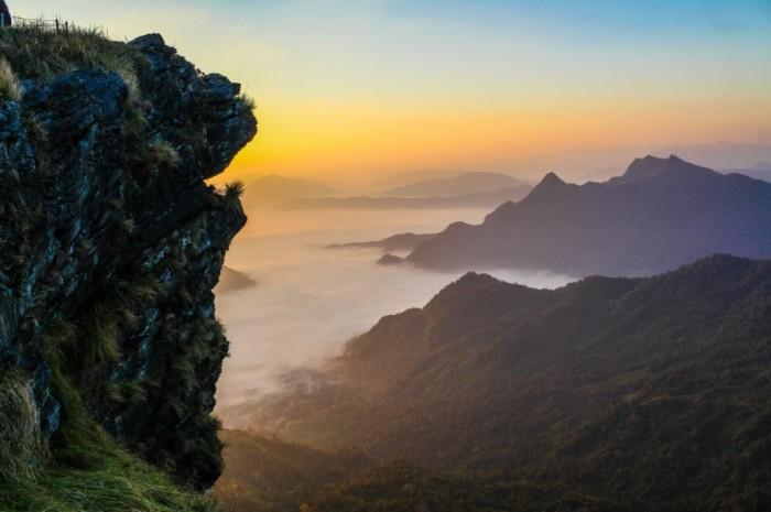 Горный пейзаж, облака над горами, закат   Mountain landscape, clouds over the mountains, sunset