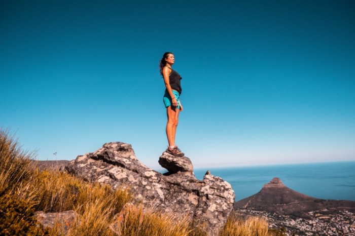Na vershine goryi devushka fitnes On top of the mountain girl fitness 5184h3456 700x466 На вершине горы, девушка, фитнес   On top of the mountain, girl, fitness