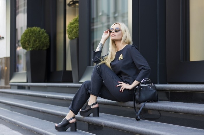 Devushka model strogiy zhenskiy kostyum dress kod Girl model strict womens suit dress code 6000  4000 700x466 Девушка модель, строгий женский костюм, дресс код   Girl model, strict womens suit, dress code