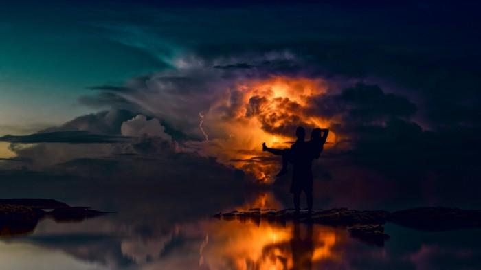 Para ne beregu na fone grozyi na zakate couple does not shore against the backdrop of a thunderstorm at sunset 5456  3069 700x393 Пара не берегу на фоне грозы на закате   couple does not shore against the backdrop of a thunderstorm at sunset