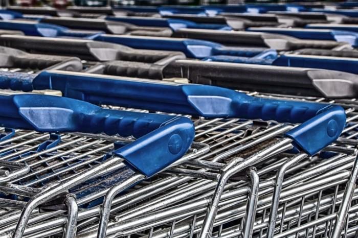 Telezhki u magazina gipermarket Carts at the store hypermarket 4822  3215 700x466 Тележки у магазина, гипермаркет   Carts at the store, hypermarket