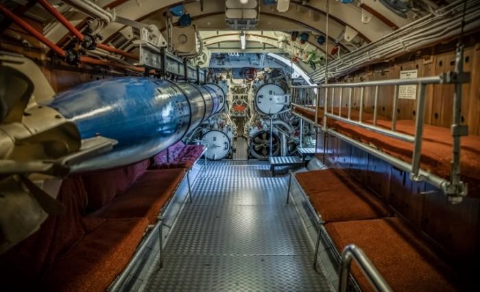 Torpednyiy otsek staroy podvodnoy lodki Torpedo compartment of the old submarine 5896  3603 700x427 Торпедный отсек старой подводной лодки   Torpedo compartment of the old submarine