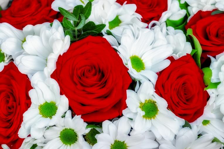 Картинки сердечки с розами блестящие что аниматоры