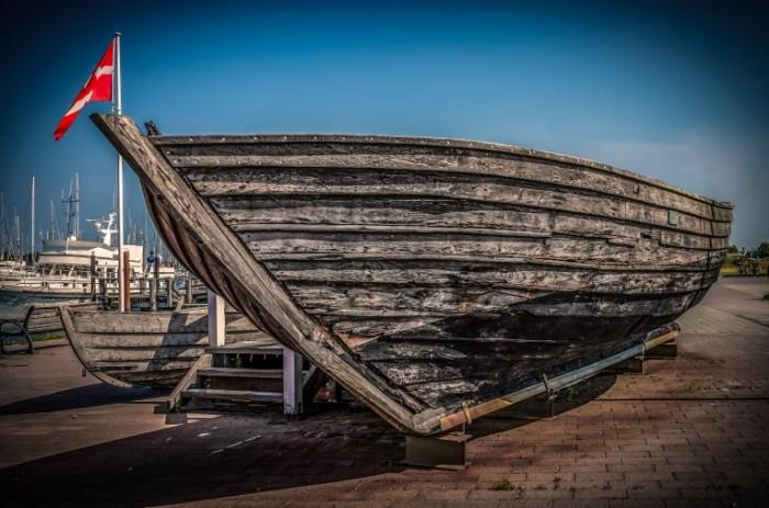 Derevyannoe rublenoe sudno lodka pristan Chopped wooden ship boat pier 4299  2849 700x463 Деревянное рубленое судно, лодка, пристань   Chopped wooden ship, boat, pier